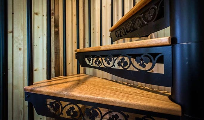 design-the-country-club-spiral-stair