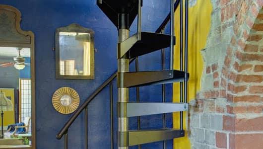spiral-stairs-installation